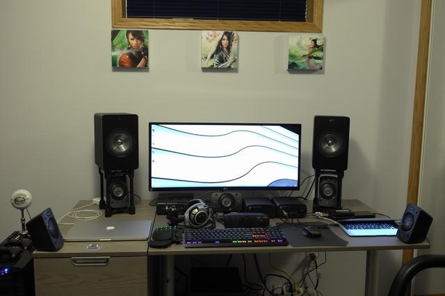 PC_Desk_UltlaWideMonitor07_58.jpg
