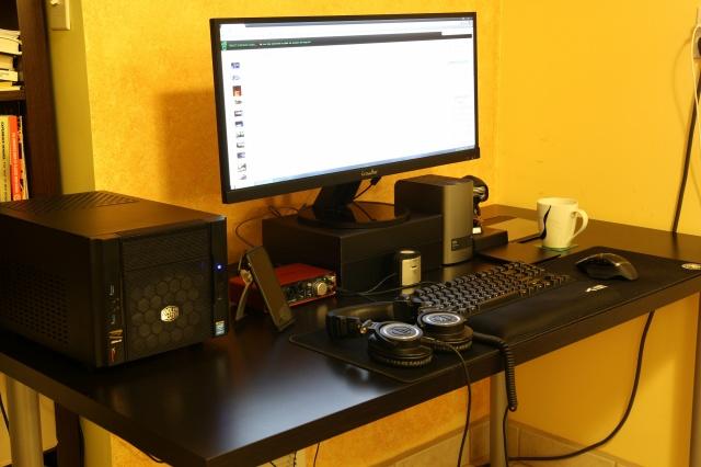 PC_Desk_UltlaWideMonitor07_73.jpg