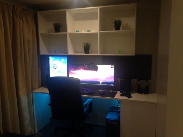 PC_Desk_UltlaWideMonitor07_76.jpg