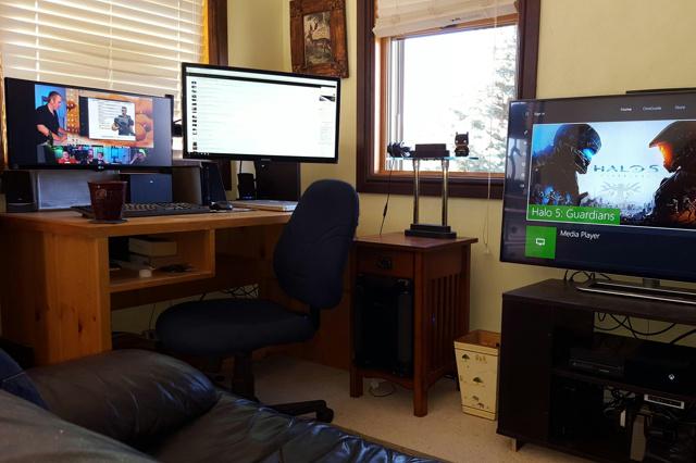 PC_Desk_UltlaWideMonitor07_81.jpg