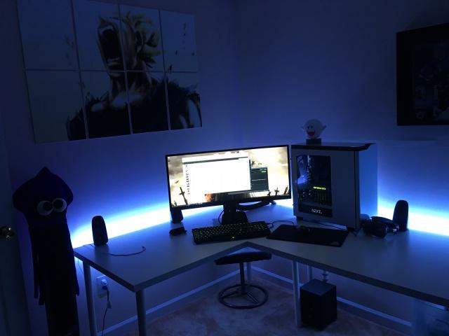 PC_Desk_UltlaWideMonitor07_84.jpg