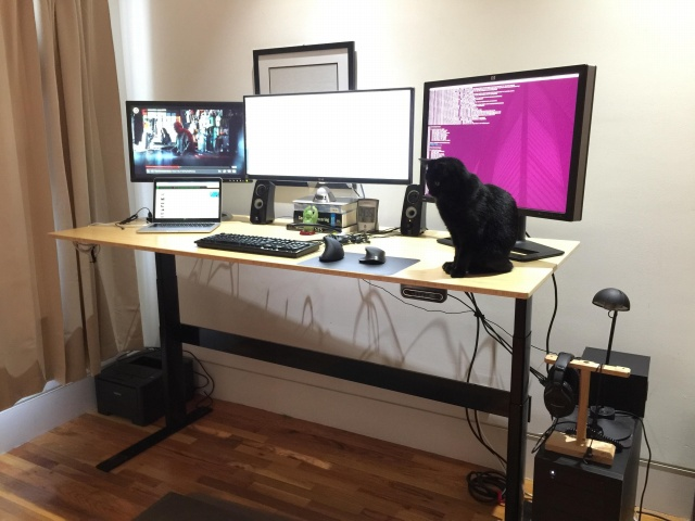 PC_Desk_UltlaWideMonitor07_92.jpg