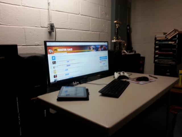PC_Desk_UltlaWideMonitor08_04.jpg