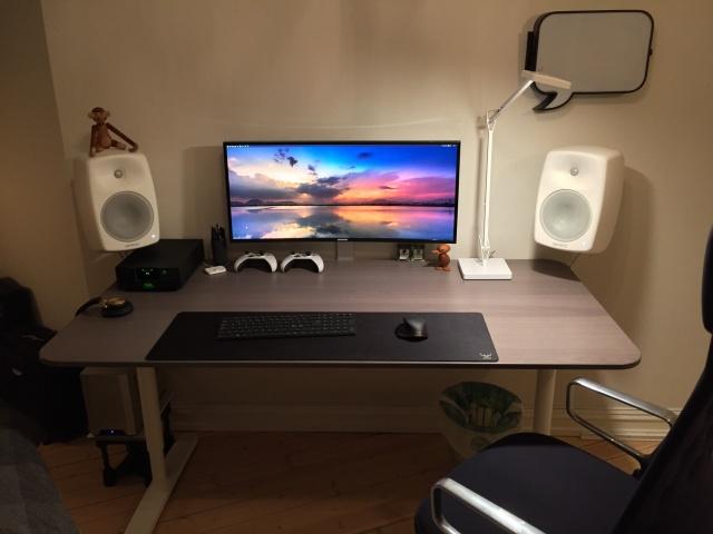 PC_Desk_UltlaWideMonitor08_14.jpg