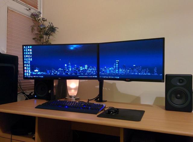 PC_Desk_UltlaWideMonitor08_26.jpg