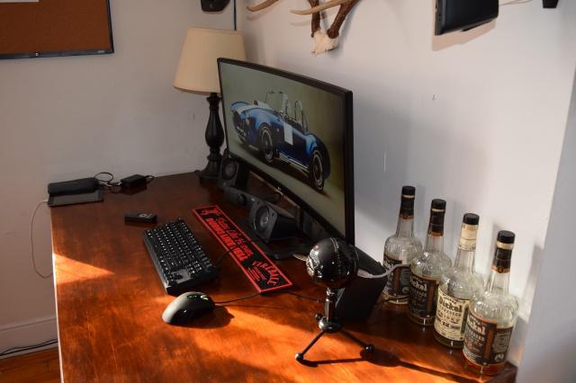 PC_Desk_UltlaWideMonitor08_29.jpg