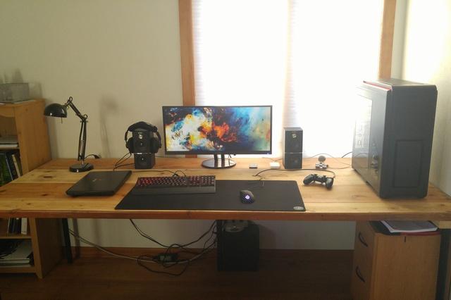 PC_Desk_UltlaWideMonitor08_31.jpg