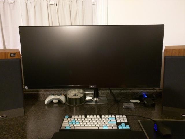 PC_Desk_UltlaWideMonitor08_45.jpg