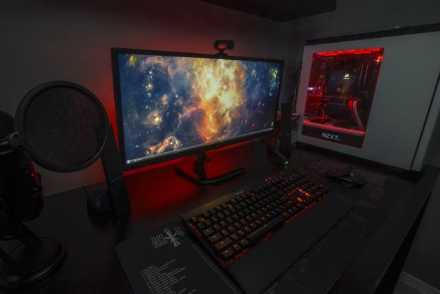 PC_Desk_UltlaWideMonitor08_52.jpg
