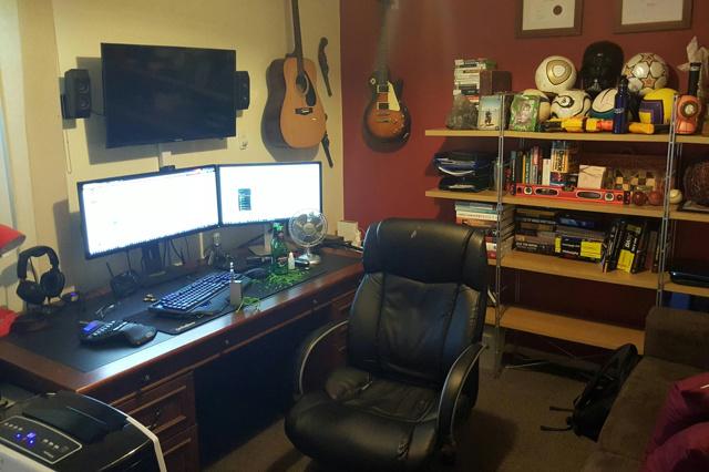 PC_Desk_UltlaWideMonitor08_55.jpg