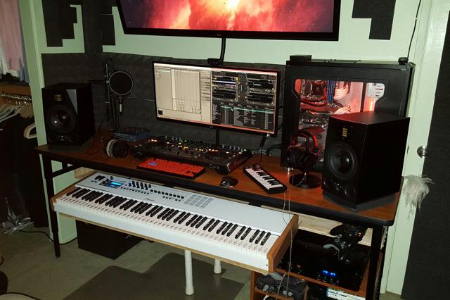 PC_Desk_UltlaWideMonitor08_56.jpg