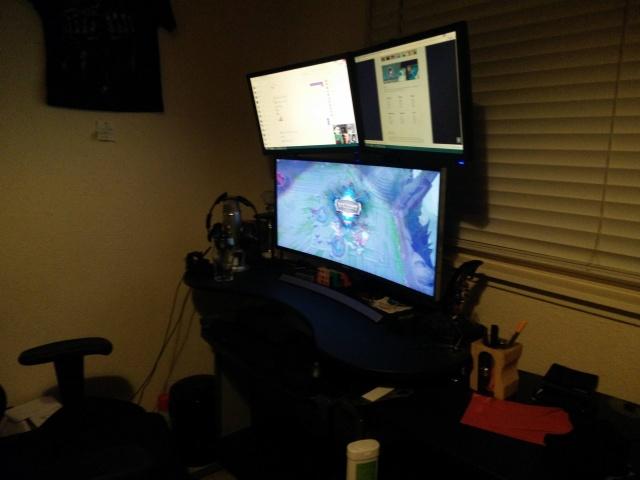 PC_Desk_UltlaWideMonitor08_60.jpg