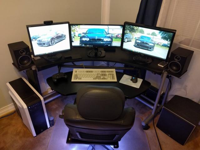 PC_Desk_UltlaWideMonitor08_66.jpg