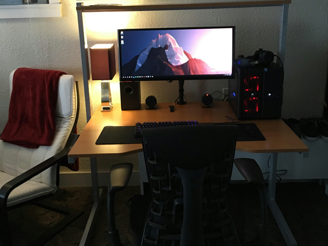PC_Desk_UltlaWideMonitor08_68.jpg