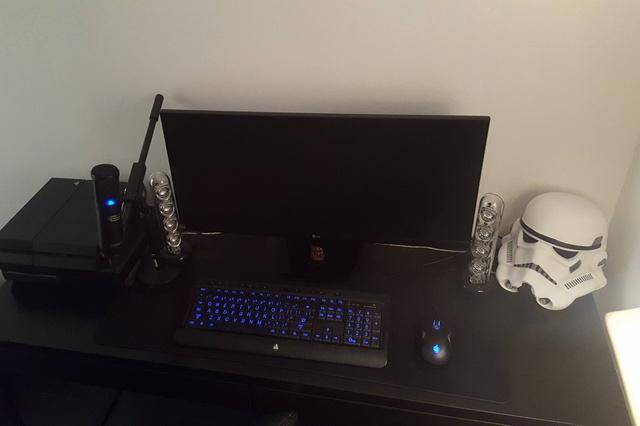 PC_Desk_UltlaWideMonitor08_72.jpg