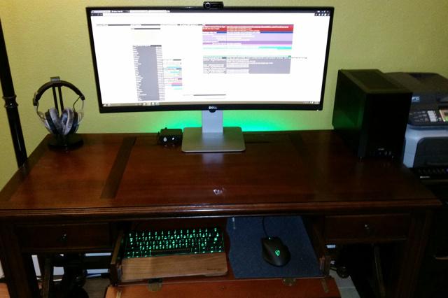 PC_Desk_UltlaWideMonitor08_74.jpg