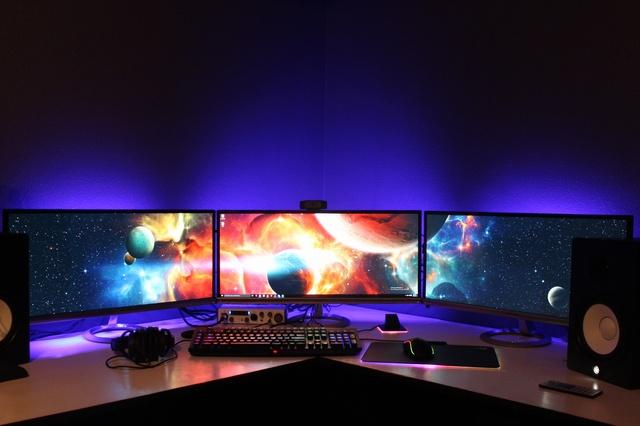 PC_Desk_UltlaWideMonitor08_80.jpg