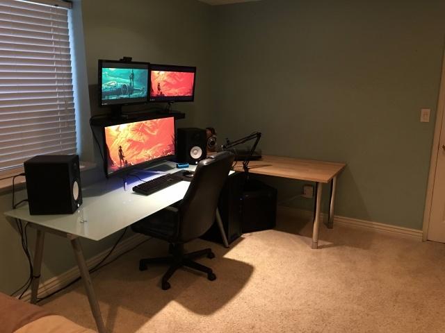 PC_Desk_UltlaWideMonitor08_81.jpg