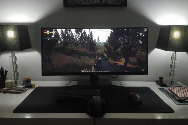 PC_Desk_UltlaWideMonitor08_82.jpg