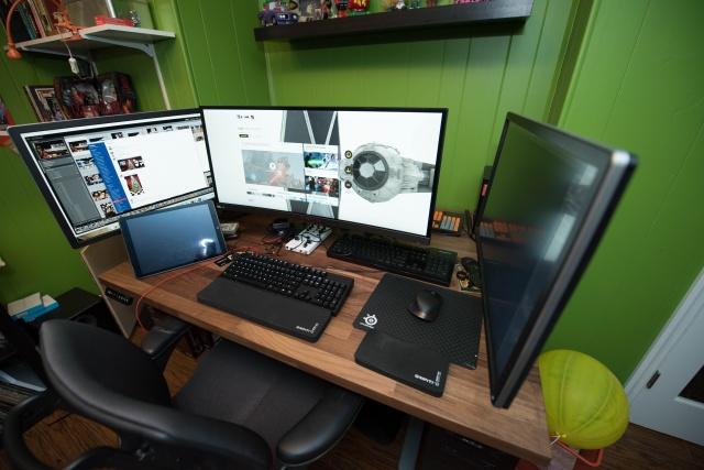 PC_Desk_UltlaWideMonitor08_83.jpg