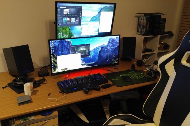 PC_Desk_UltlaWideMonitor08_86.jpg