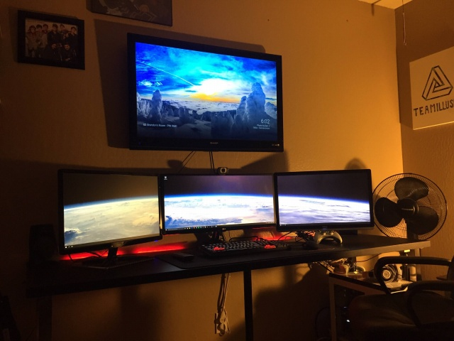 PC_Desk_UltlaWideMonitor08_91.jpg