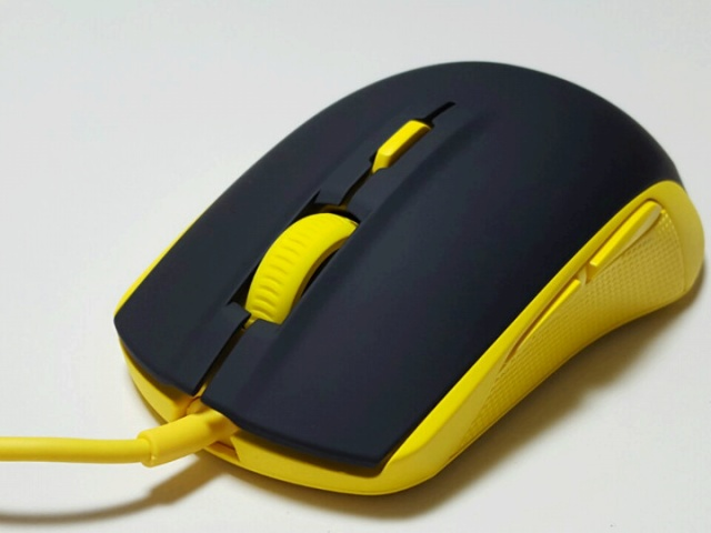 SteelSeries_Rival_100_04.jpg