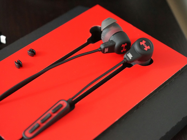 UA_Headphones_Wireless_03.jpg